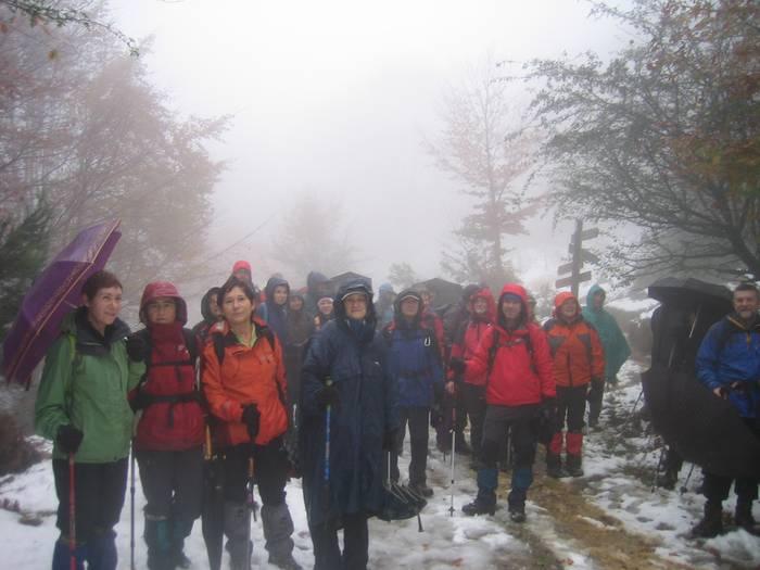 Urkiola eta Kanpazar arteko bidea euripean egin zuten Besaidekoek, Bizkaiko Biraren azken etapan