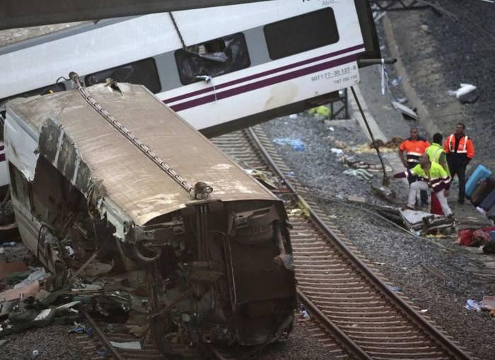 Gutxienez 80 hildako Santiagoko tren istripuan
