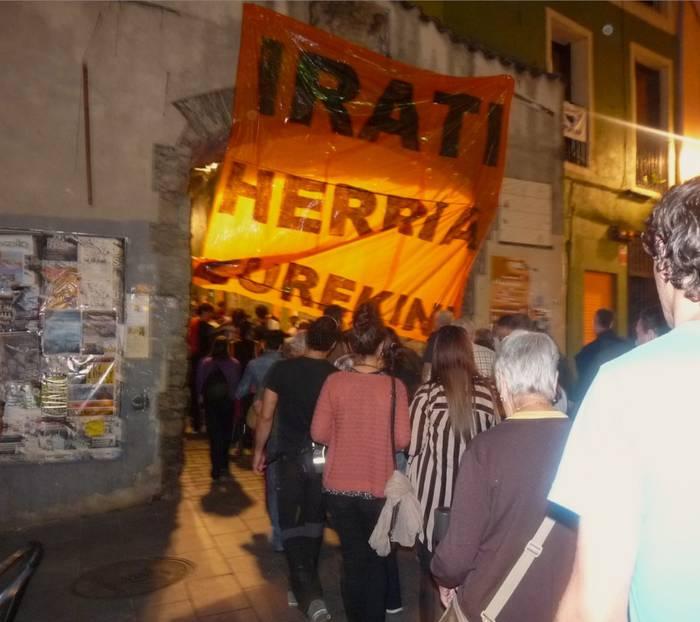 Konponbidea eskatzeko manifestazioa egin zuten atzo, 'Irati Libre' ekimenaren baitan