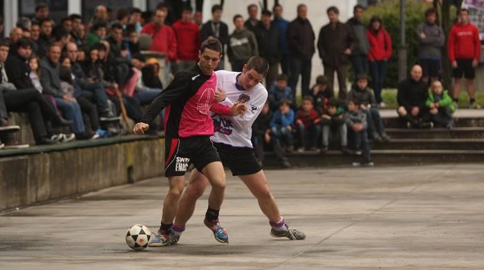 Zapatuan hasiko da Zaldibarko areto futbol txapelketa