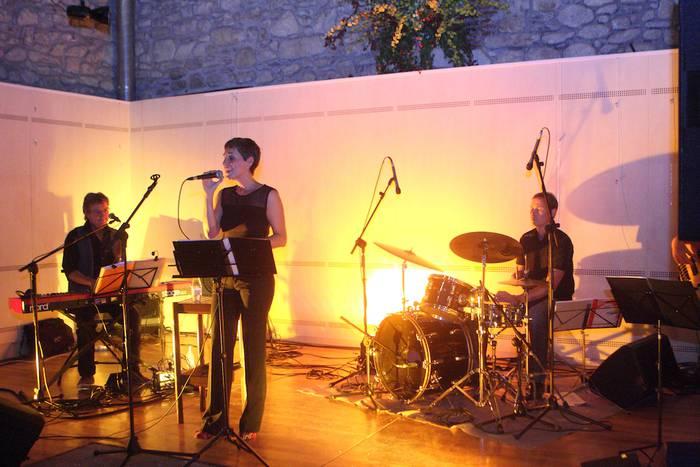 Dantzarako giroa sortu zuen Jazz 4 Joy taldeak atzo Aramaion
