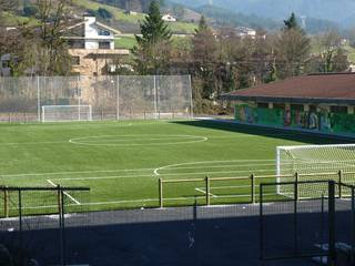 Larrañako futbol zelaia eginda dago