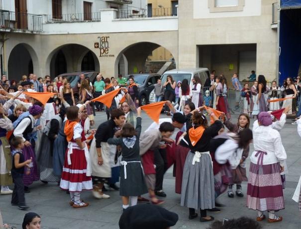 Aretxabaletako San Migel jaiek inoiz baino jende gehiago erakarri dute aurten