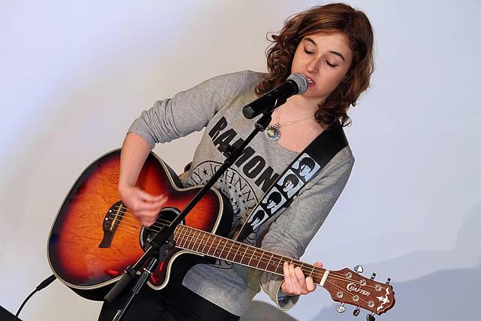 Mery May musikariaren kontzertu akustikoa