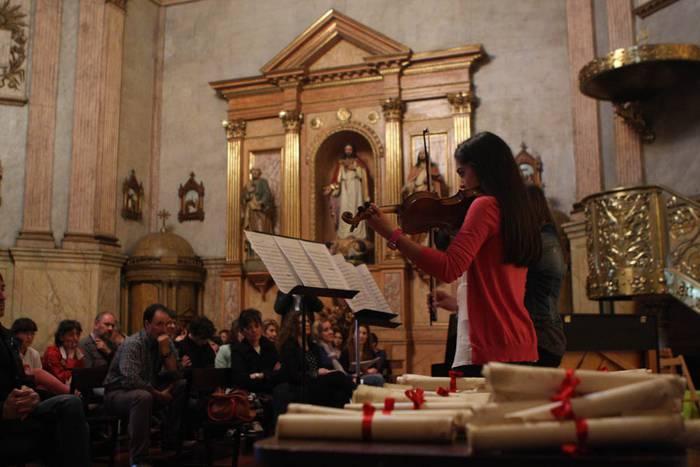 Kurtso bukaerako diplomak jaso dituzte Bergarako musika eskolako ikasleek