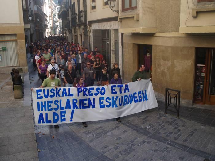 Euskal preso eta iheslarien eskubideen aldeko manifestazio jendetsua Arrasaten