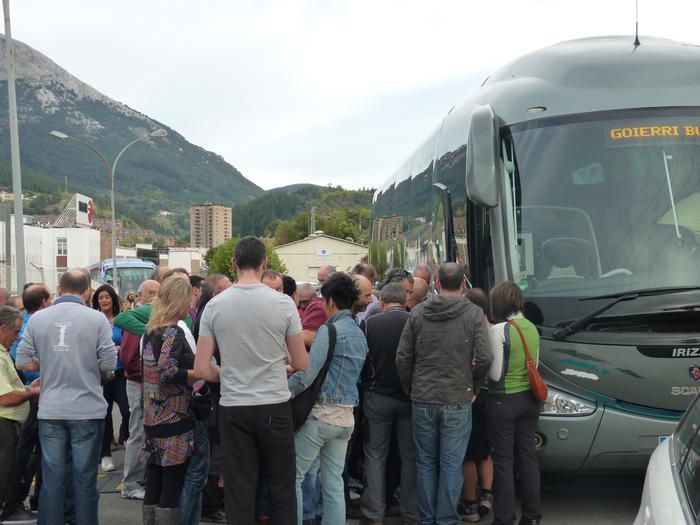Zazpi autobus irten dira Fagor Etxetresnetatik Basauriko manifestaziora