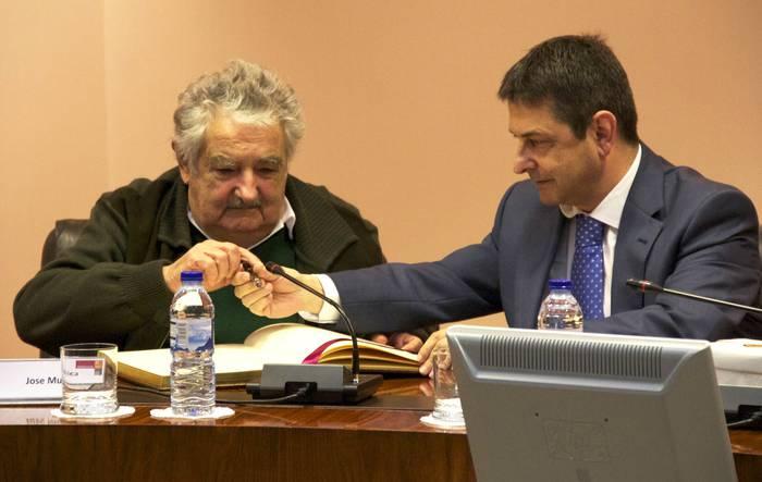 Uruguaiko presidentea Mondragonen dago