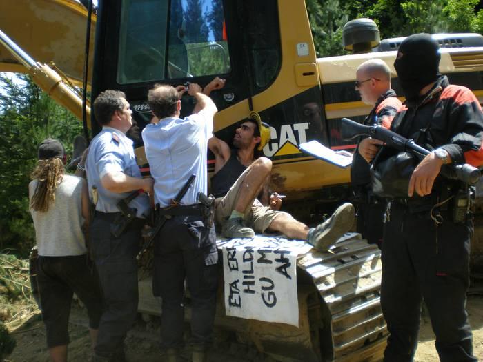 AHTren kontrako protesta Mazmelan. BIDEOA