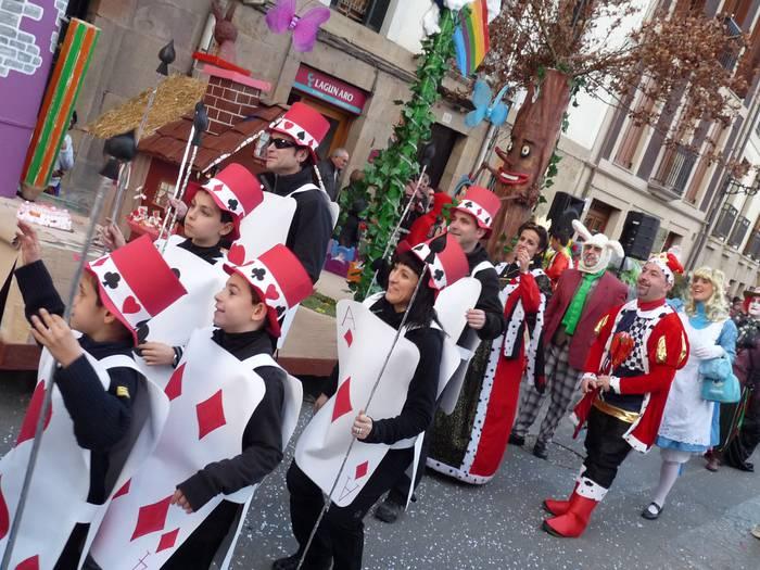 Mozorro desfilea egingo dute zapatu eguerdian