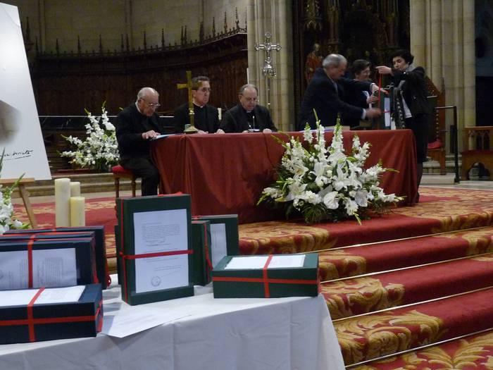 Arizmendiarrieta santu egin dezaketen agiriak, Vaticanorako bidean