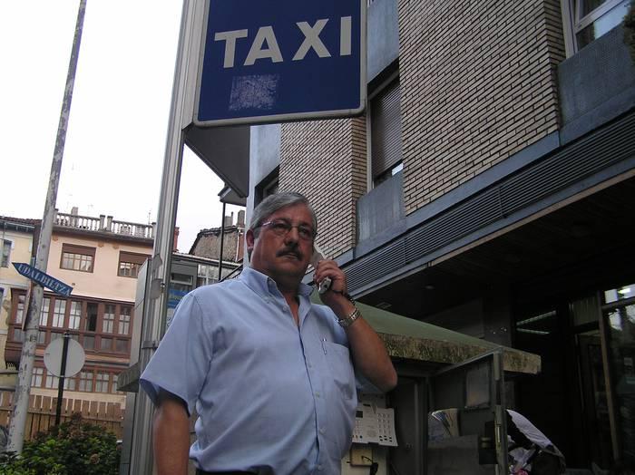 Arrakasta txikia izan du ibarreko taxi-gidarien artean Radio Taxi sistema berriak