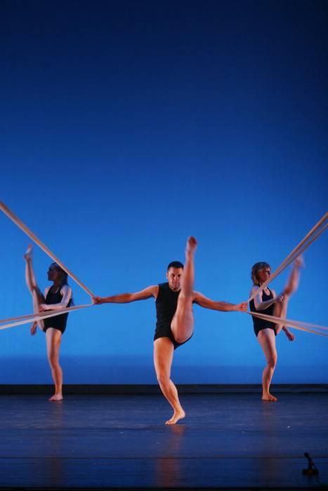 Aukeran dantza taldeak hamargarren urteurrena ospatzeko ikuskizun berezia