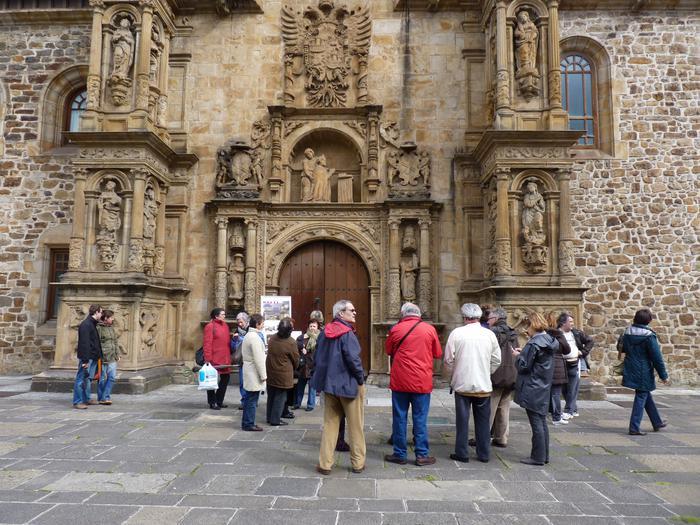 Aste Santuko turistak Debagoienean