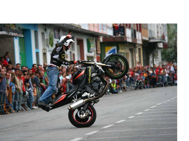 Dani Carrillo 'stuntman'-a da Motorrero Eguneko izarra