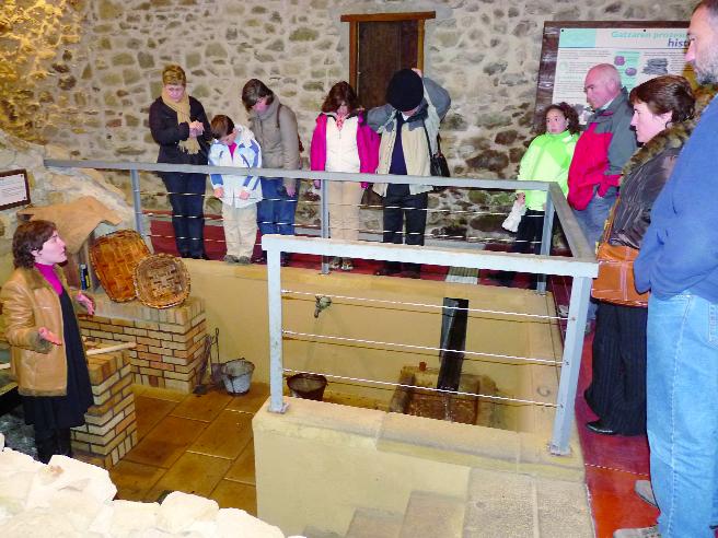 Dena gertu dute Aste Santuko turistei ongietorria egiteko