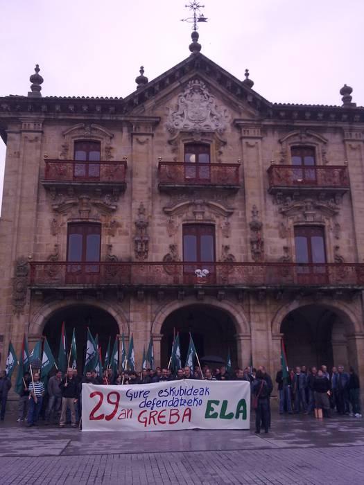 Batzarra eta manifestazioa egin du ELAk Oñatin
