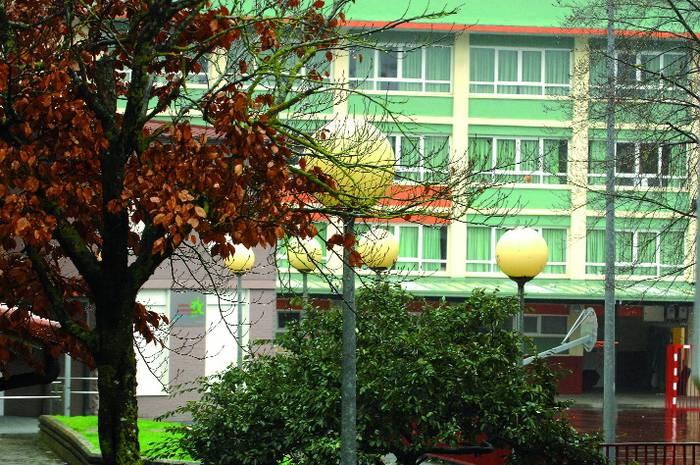 Eskola inguruko eta Gaztañaduiko argiteria publikoa aldatzeko bidean