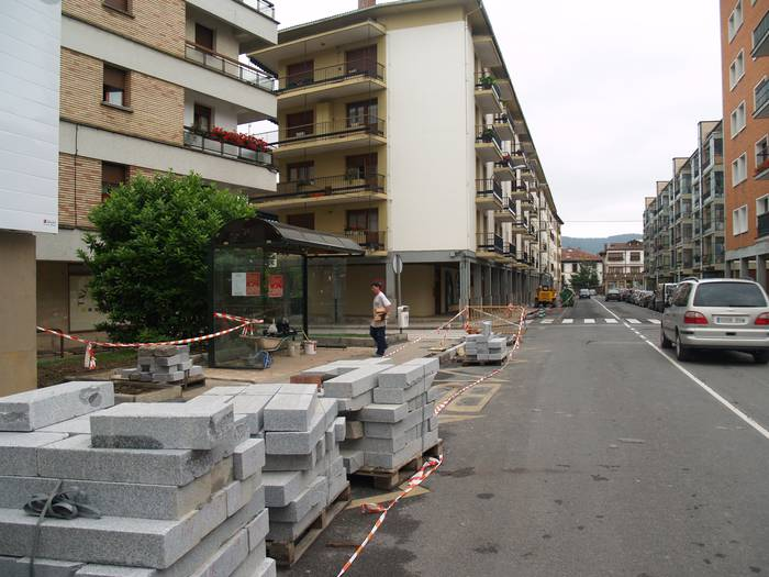 Euskadi etorbideko eta inguruko kaletako oztopoak kenduko dituzte