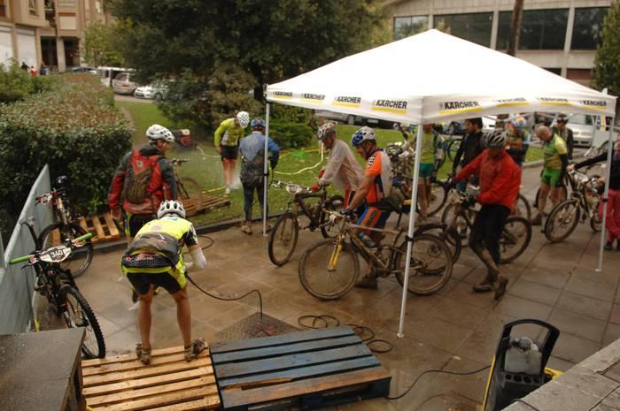 Euskadi Xtrem BTT probako ziklistak Oñatin izan dira