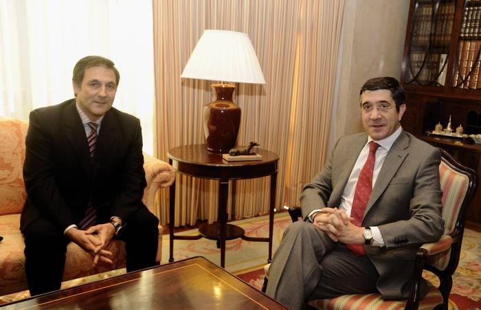 Euskadiko Kutxako presidentea eta Lopez, krisiaren aurka batzartuta