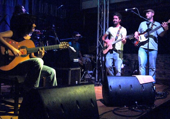 Flamenkoa, rocka eta txaloak El Puchero del Hortelano taldearekin