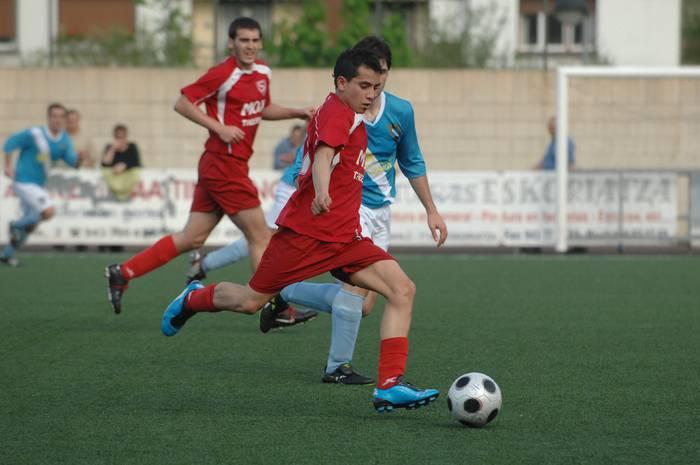 Futbol taldeak domekan jokatuko du Estalan