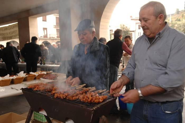 Gastronomia eta folklore jaialdia domeka honetan Aretxabaletan