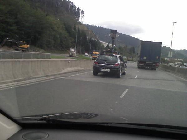 Google Mapsen autoa Arrasatetik dabil