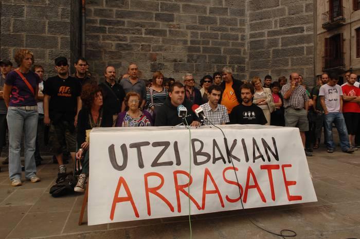 Herritar talde batek 'Utzi Arrasate bakian!' lelopean manifestazioa deitu du
