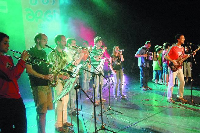 Hogei musika talde eta bakarlari baino gehiago Kilometroak jaian