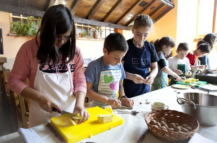 Basque Culinary Centerrek familiarteko sukaldaritza eta horren eragin onuragarria sustatzeko proiektua jarri du abian