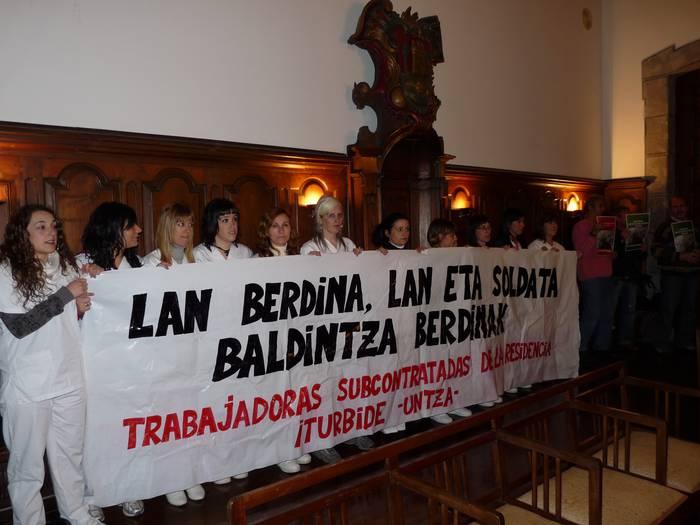 Iturbideko azpikontratatutako langileek osokora eraman zuten protesta