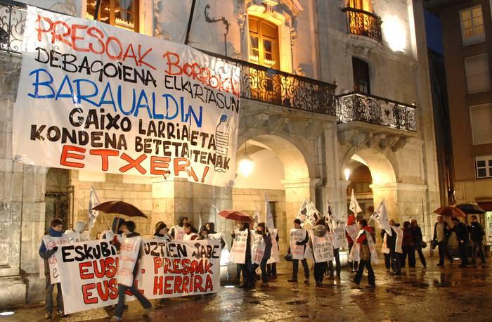 Presoen eskubideen aldeko manifestazio jendetsua Arrasaten