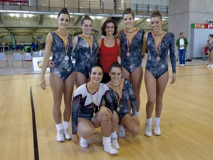 Podiumera birritan igota itzuli dira Dragoi Taldeko gimnastak Aerobikoko Espainiako kopatik