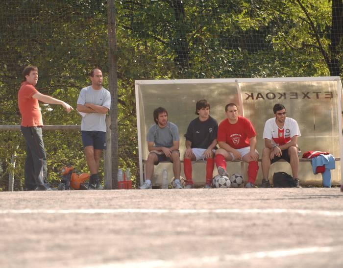 Larrea eta Unanue dira futbol entrenatzaile berriak
