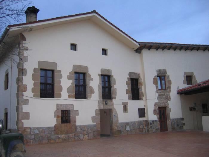 Larrino auzoan dagoen San Kristobal elkarteak 25 urte bete ditu