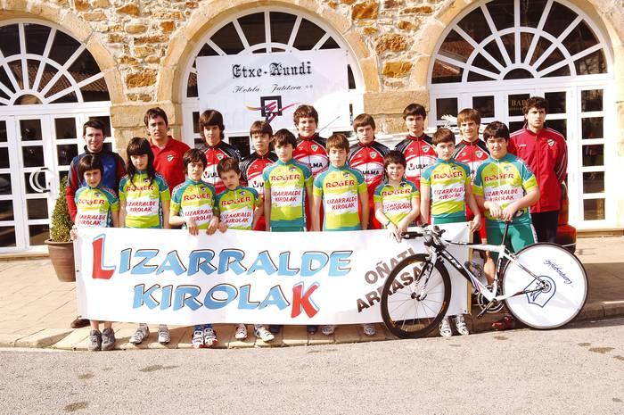Lau talderekin hasi du denboraldia Aloña Mendi txirrindulari taldeak