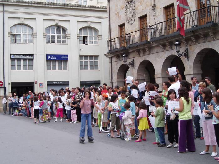 Manifestazioa egin dute San Martin ikastetxekoek