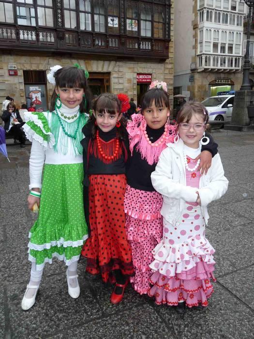 Mozorro desfilea eta jolasak, herriko plazan