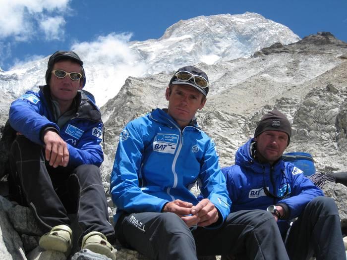 Naturgas Makalu'09 espedizioa bertan behera utzi dute