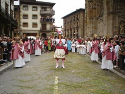 Oñatzeko dantzariek hasiko dituzte Oñatiko Corpus jaiak