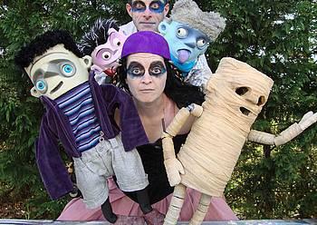 Panta Rhei taldearen 'Monsters Show' kale antzerkia