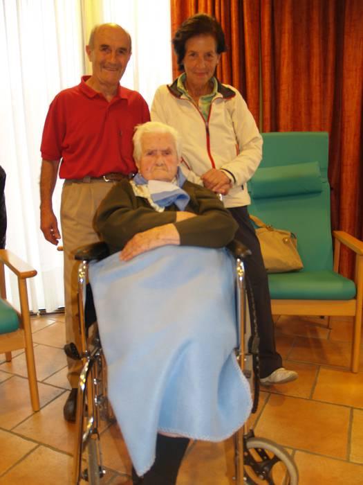 Sabina Artaza herriko alabak 101 urte bete ditu
