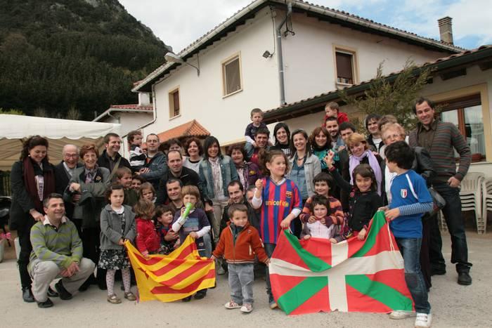 San Jordi eguna ospatu dute gaur Kanpanzarren