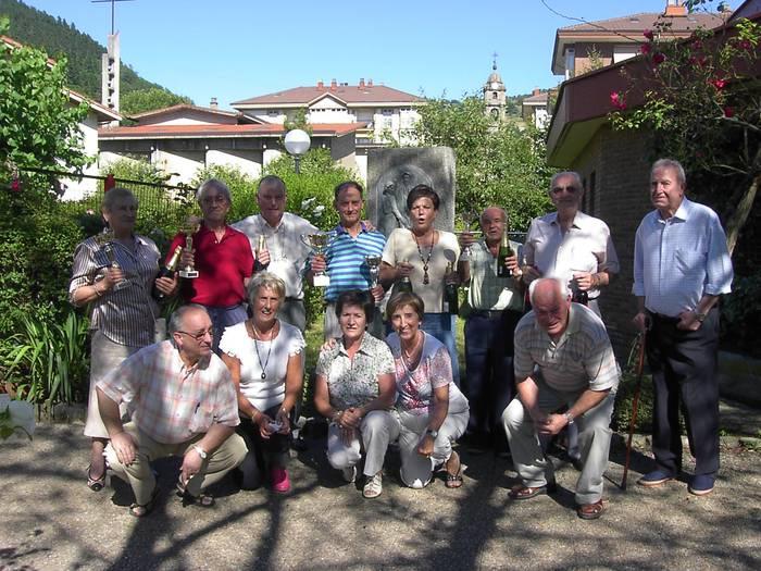 San Joxepe elkarteko sari banaketa egin dute Santa Marina jaietan
