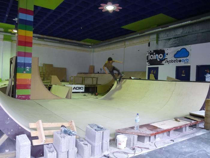 Skatepark estalia zabalduko dute laster Bergaran
