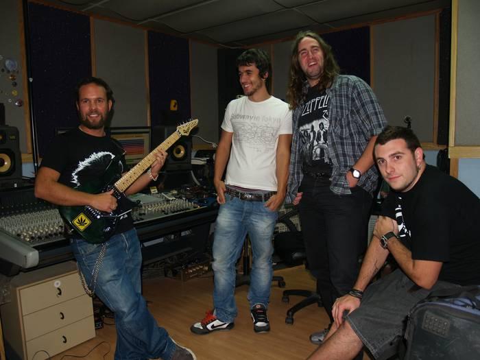 The Wet Band, diskoa grabatzen Shot! estudioan