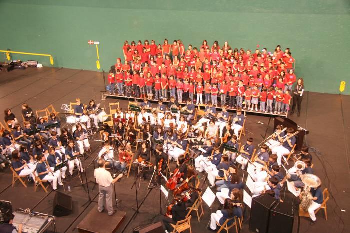 Udaberriko kontzertua: musika eskolako 25. urteurreneko ekitaldi potoloena, zapatuan