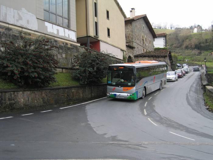 Udala eta Garraio batzordea pozik autobus zerbitzu berriarekin